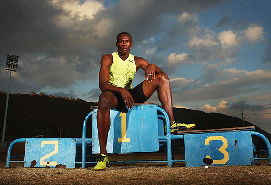 11 grandes fotos para gozar con la fuerza de Usain Bolt