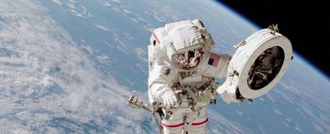 Primera caminata de mujeres por el espacio