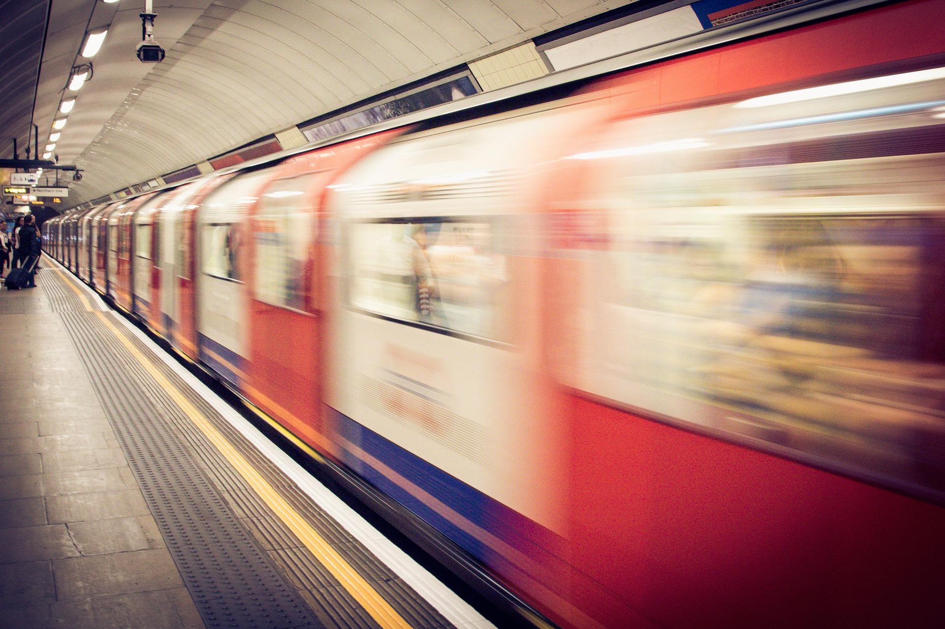 ¿A qué tipo de microbios te enfrentas cuando te subes en metro?
