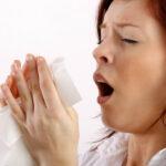 Aguantarse un estornudo podría perforar la faringe