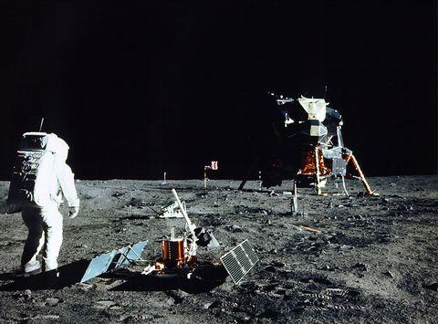 Por lo que cuesta una cena para tres, puedes comprarte un trozo del Apollo 11