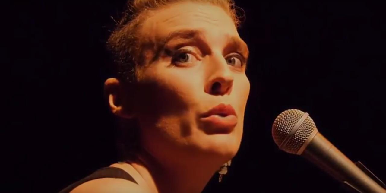 Barbara Weldens y otros artistas muertos sobre el escenario