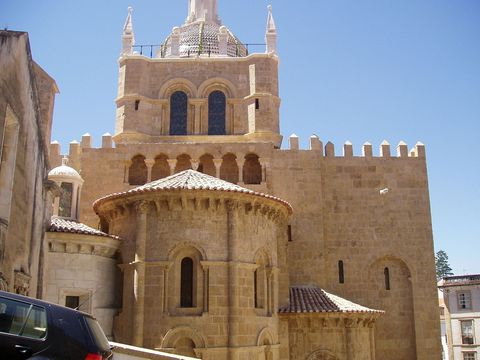 Un hongo misterioso está destruyendo esta catedral portuguesa