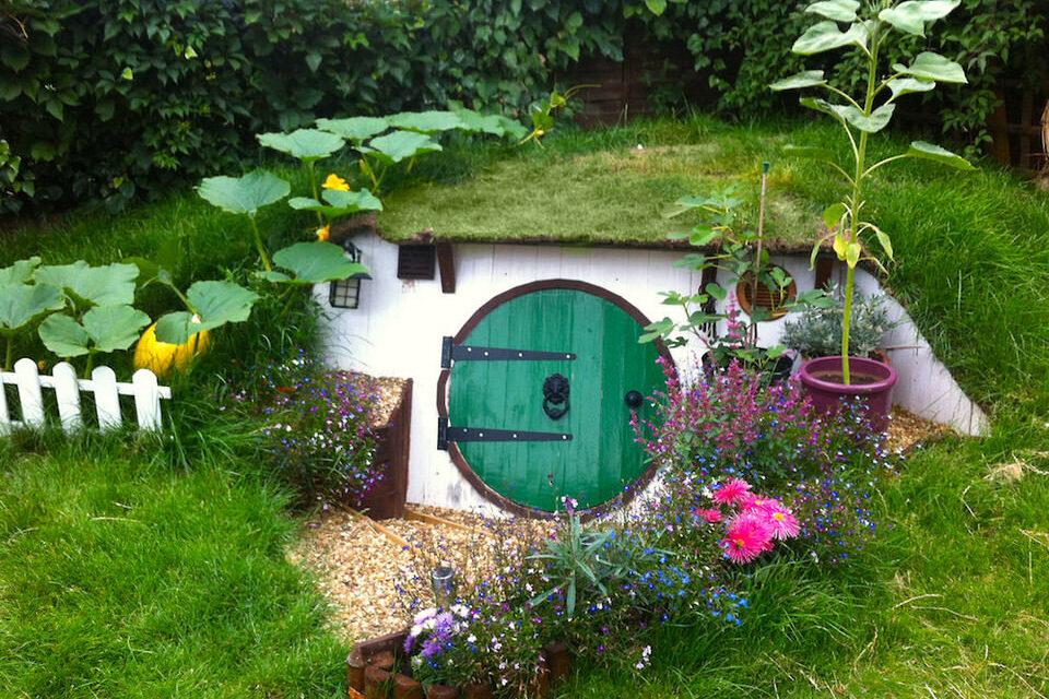 Cómo construir una casa de hobbit en tu jardín