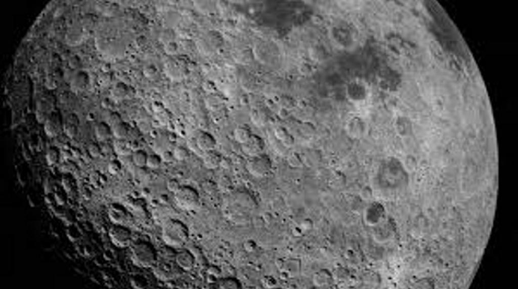 Confirman la existencia de hielo en la Luna