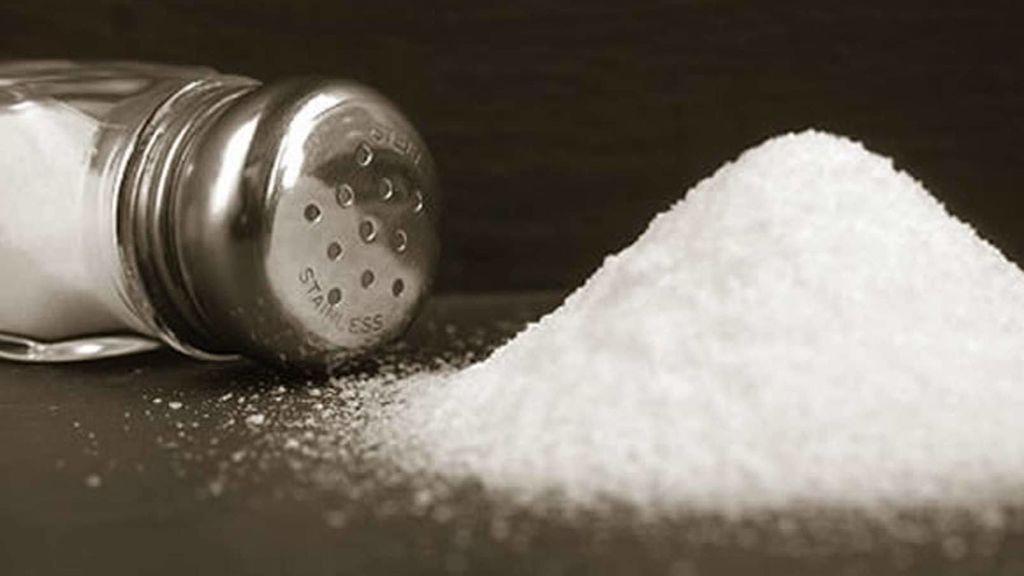 Confirman que tomar mucha sal al día aumenta el riesgo de muerte prematura. Pero, ¿a partir de qué cantidad?