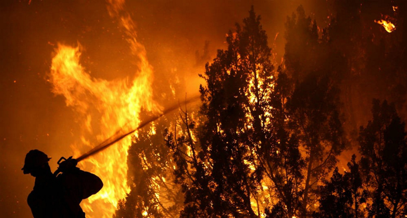 ¿Cuáles son las sustancias más nocivas producidas por el humo de un incendio?