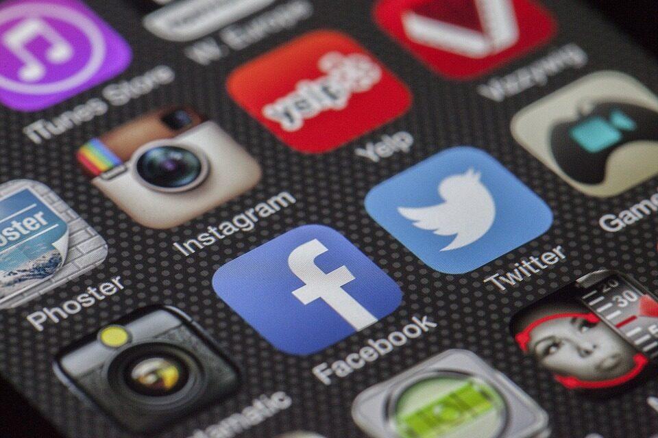 ¿Cuánto tiempo desperdiciamos al día los españoles en las aplicaciones de Internet?