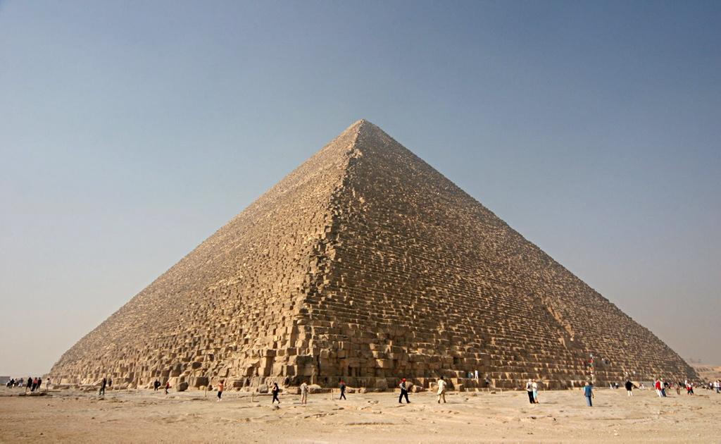 Descubren dos misteriosas cavidades en la pirámide de Giza