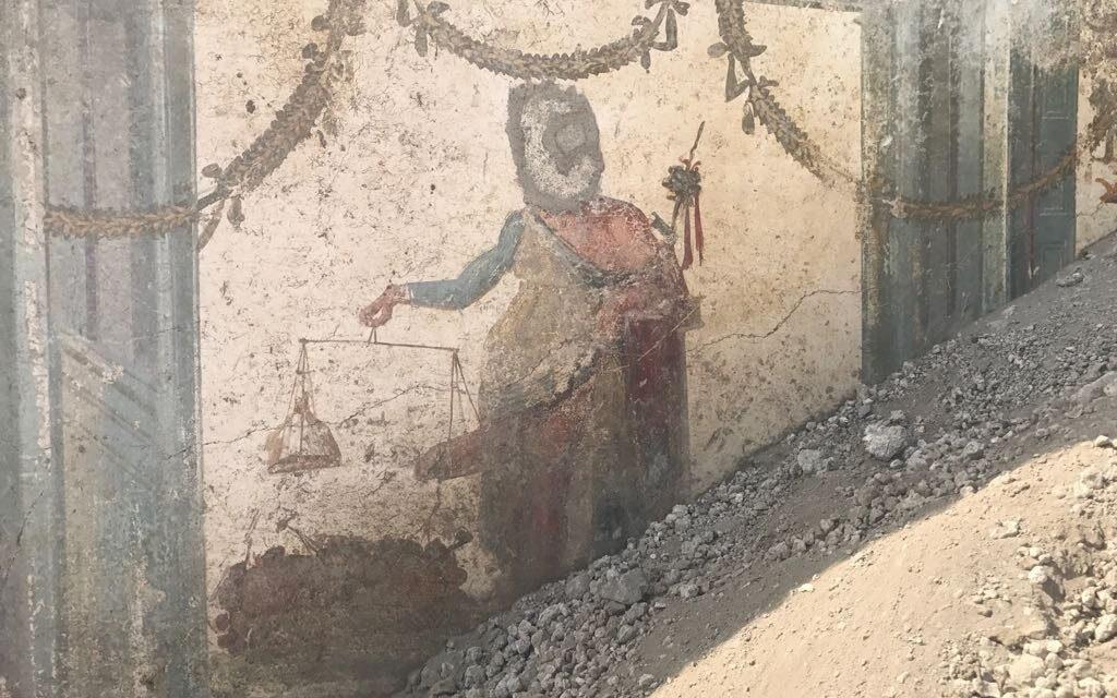 Descubren en Pompeya un fresco de Príapo pesándose el pene
