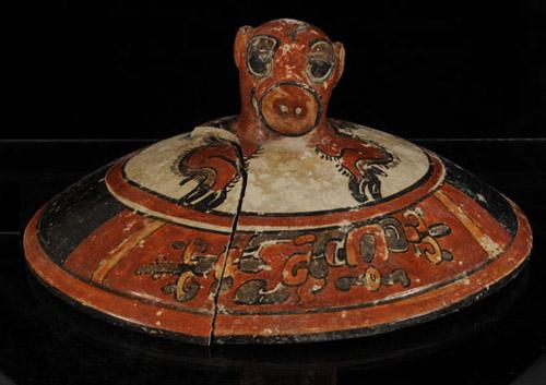 Descubren una tumba maya