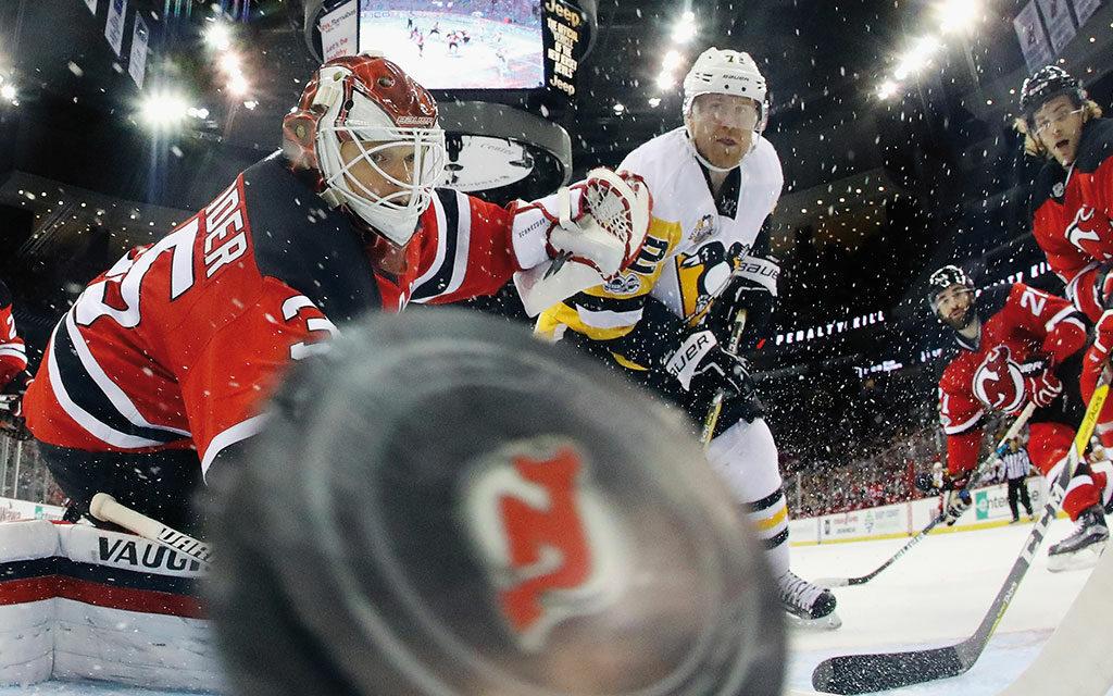 ¿Desde cuándo se juega al hockey sobre hielo bajo techo?