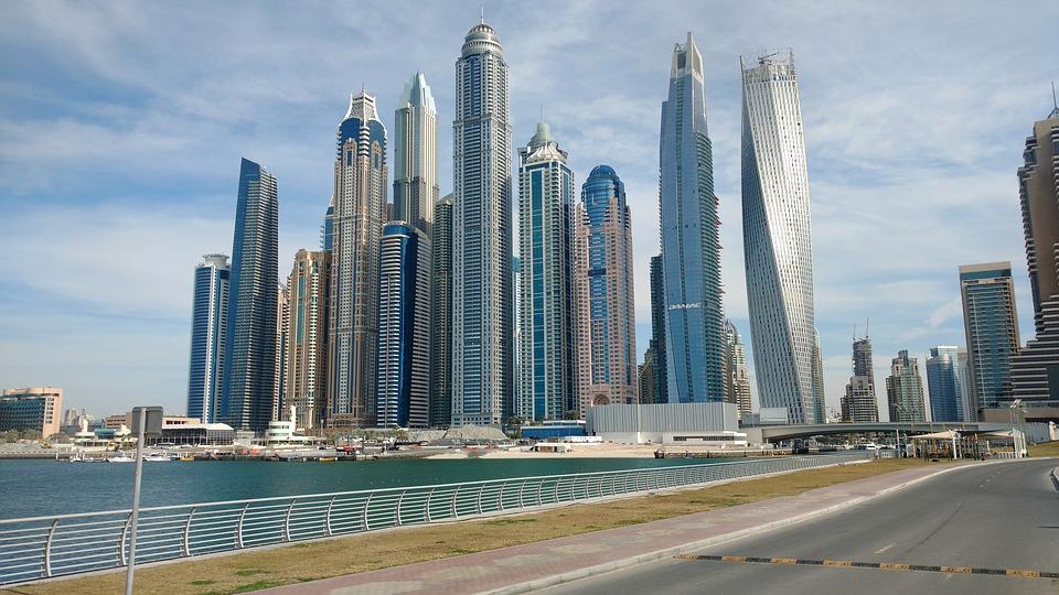 Dubái será la primera ciudad del mundo en probar las matrículas de coche… ¡inteligentes!
