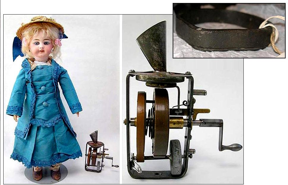 Edison jugaba con muñecas