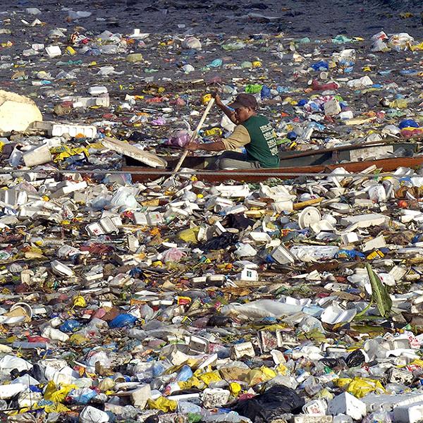 El plástico ahoga los océanos