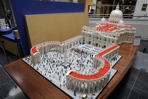 El Vaticano hecho con Legos