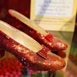 Estaban muy lejos de Kansas… pero los zapatos rojos de Dorothy ya han sido recuperados