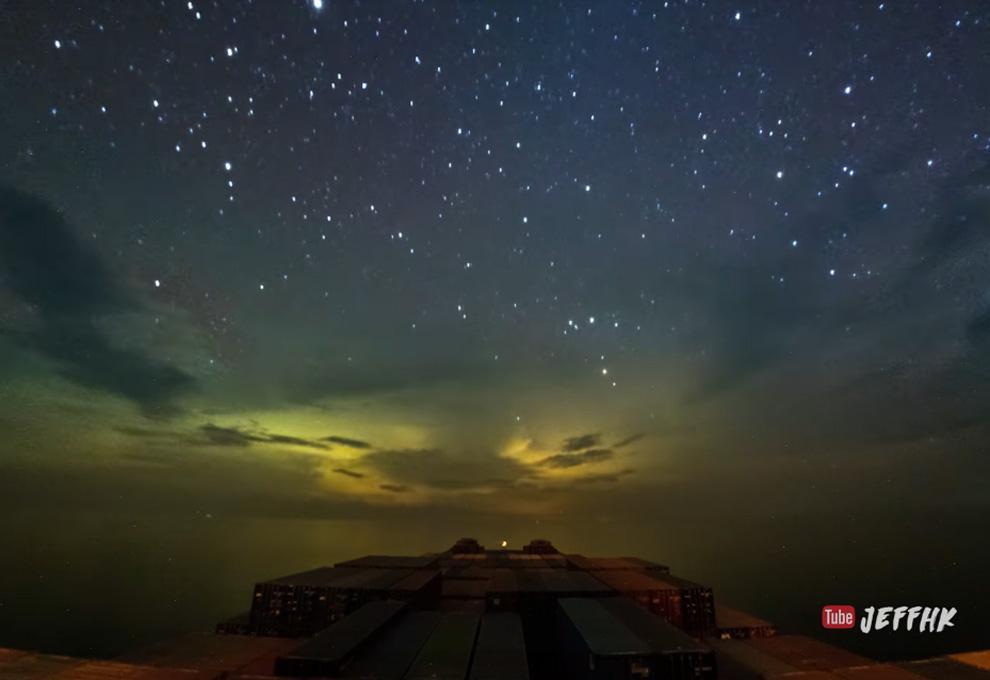 Este es el impresionante paisaje que ven los contenedores en su viaje por el mar