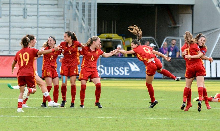 Golpear con la cabeza en fútbol, peor para mujeres que para hombres