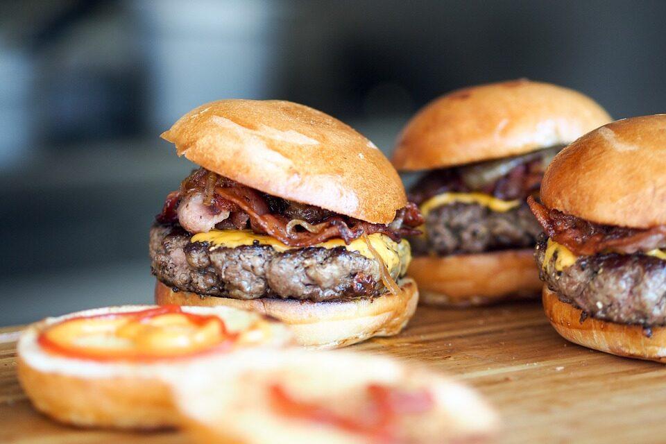 Google aprende (por fin) a hacer una hamburguesa en condiciones