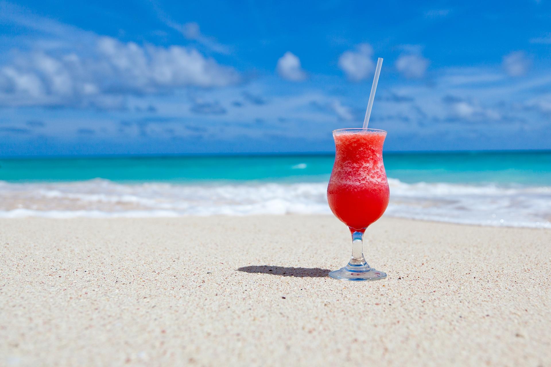 La bacteria 'carnivora' contraataca, ¿debería preocuparte bañarte en la playa?