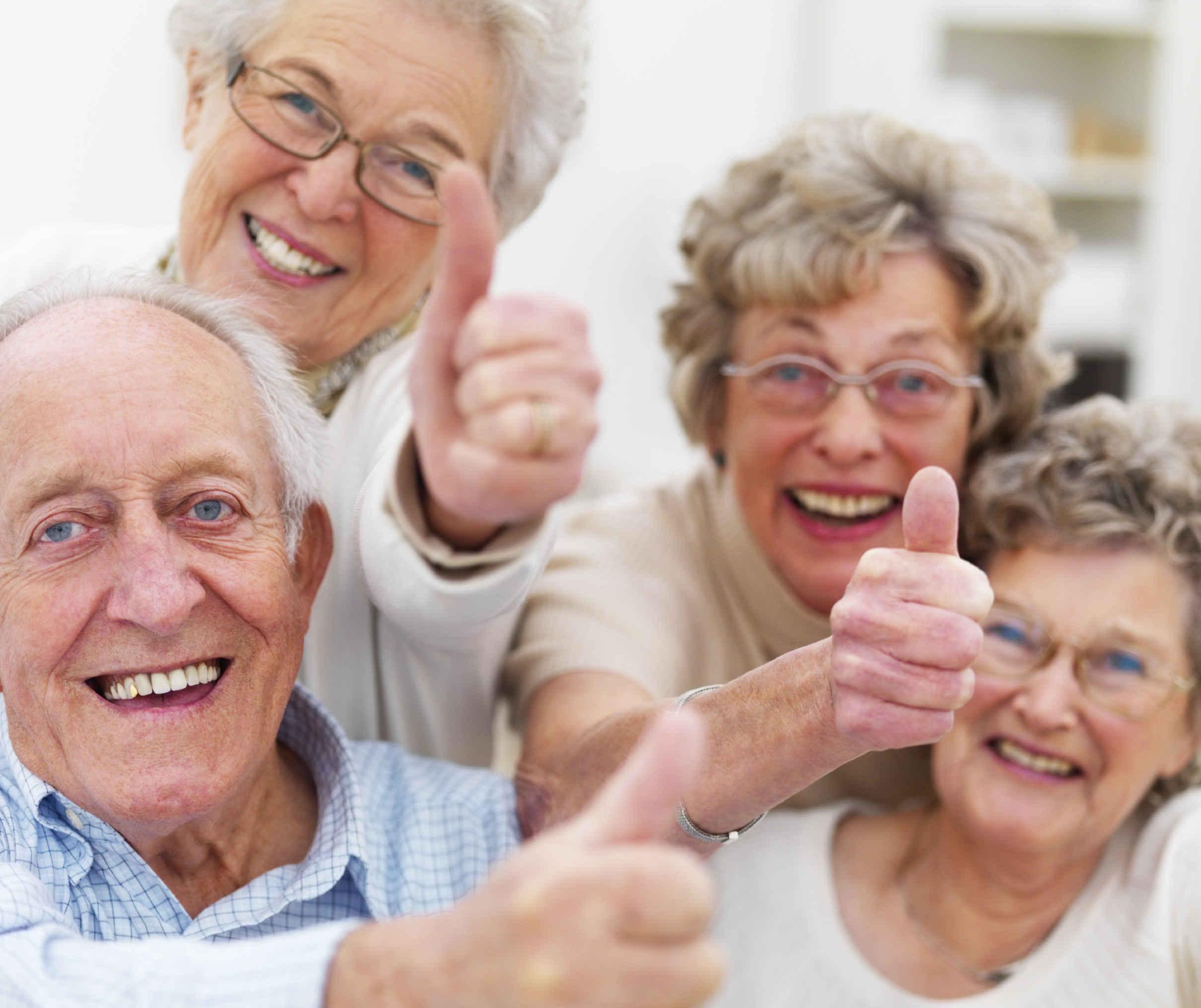 Las personas mayores son más felices que las más jóvenes