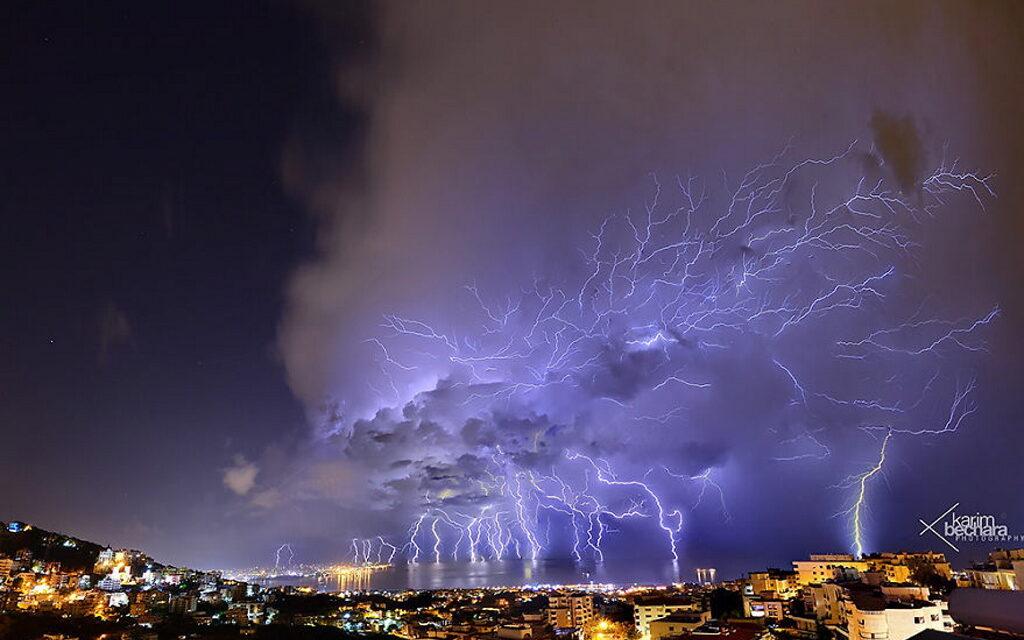 Neuronas sobre el cielo de Beirut