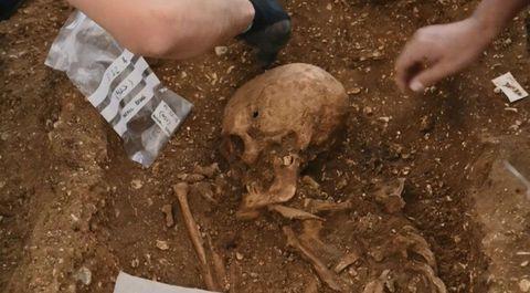 Descubren en Inglaterra la tumba de un supuesto vampiro