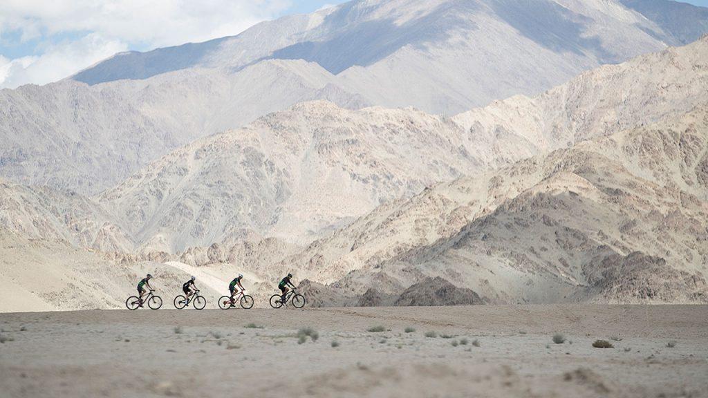 No os perdáis los vídeos y la historia de Catching Breath: la carrera ciclista más dura del Himalaya