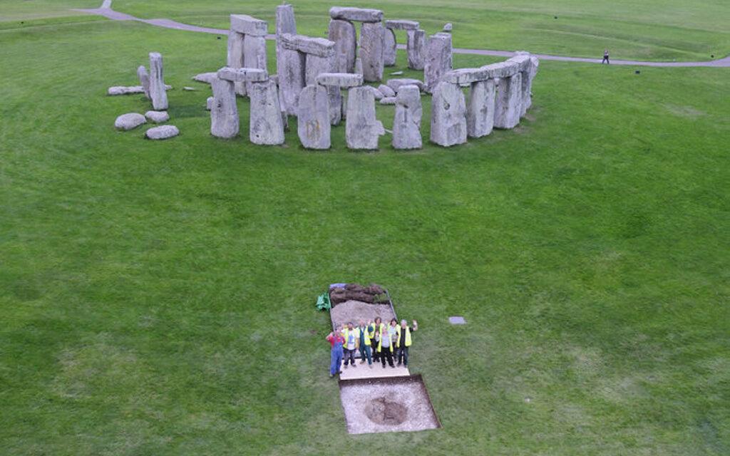 Nuevo misterio en Stonehenge. ¿Por qué estas diez personas fueron enterradas allí?