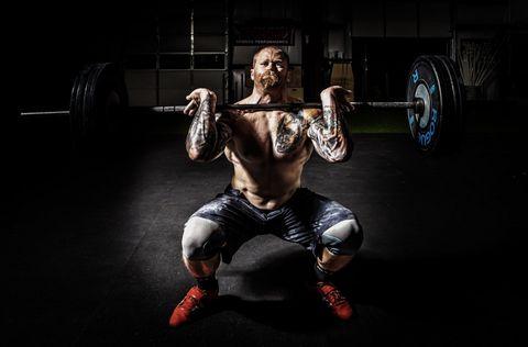 ¿Qué es mejor, hacer pesas o máquinas?
