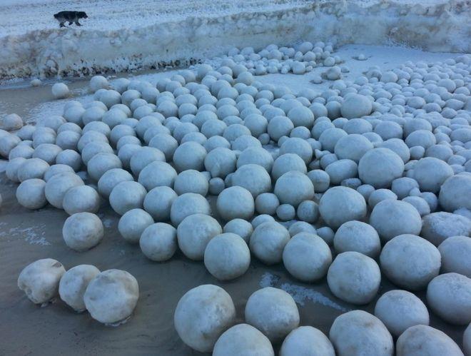 ¿Qué son estas misteriosas esferas de hielo?