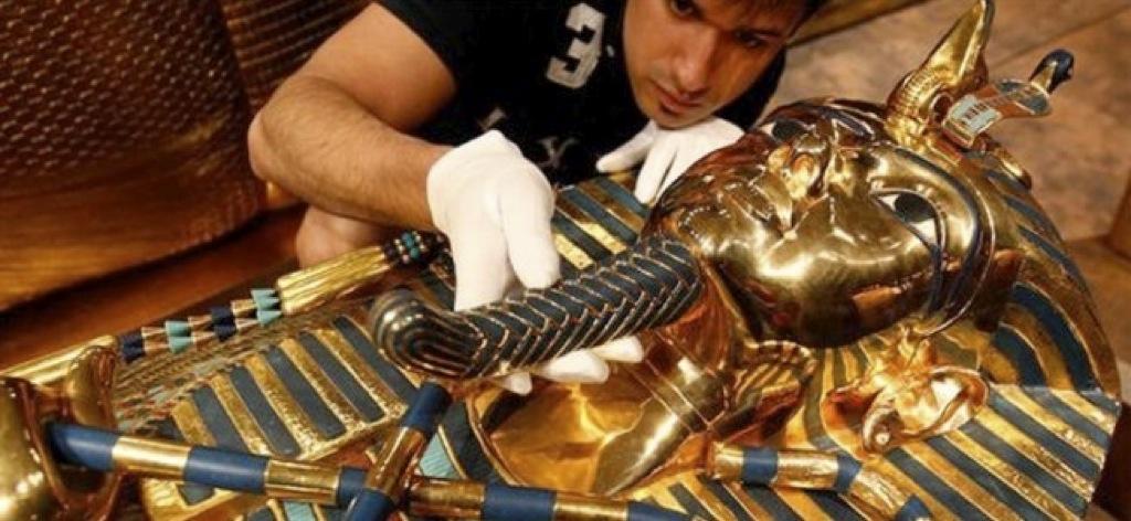 ¿Quien rompió la barba de Tutankamón?