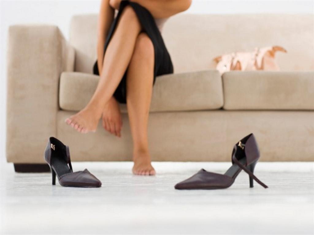 Quitarse los zapatos al llegar a casa ayuda a mantenerse delgado