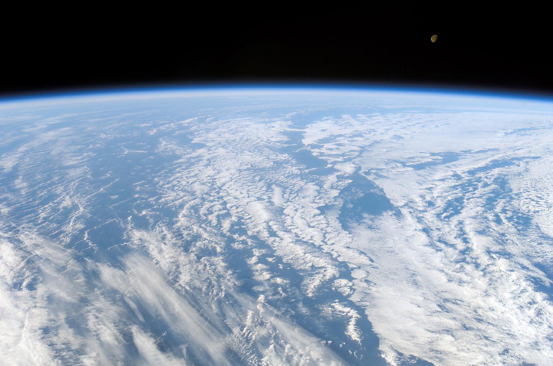 Si el oxígeno es un gas, ¿por qué no se escapa de la atmósfera hacia el espacio?