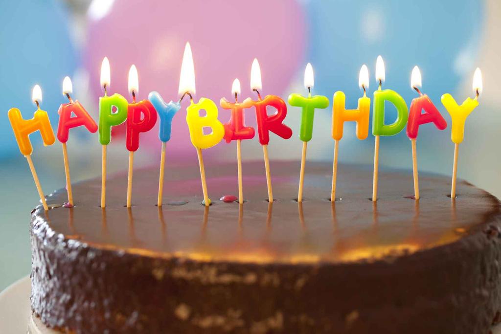 Soplar las velas de la tarta de cumpleaños no es muy higiénico