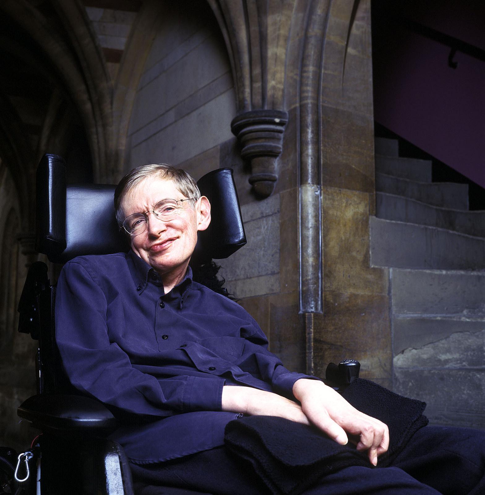 Stephen Hawking quiere ser un villano Bond