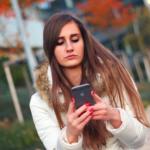 Tiempo frente a la pantalla en adolescentes: depresión y conductas suicidas