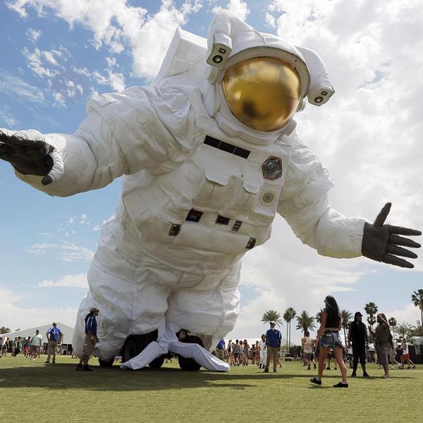 Un astronauta gigante