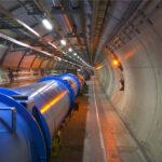 Un gran túnel, unas partículas enanas