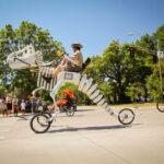 Una nueva forma de transporte: muévete en dinosaurio