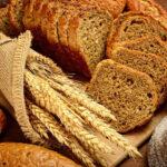 ¿Y si no fuera sólo el gluten el que te hace sentir mal al comer trigo?
