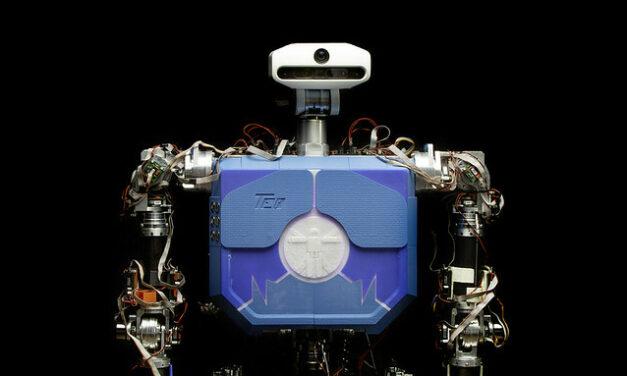 El robot TEO protagoniza una obra de teatro en el Conde Duque