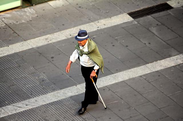 ¿Cuántos ancianos viven solos en España?