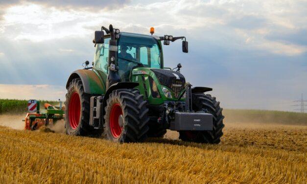 Este tractor funciona en parte con agua y reduce las emisiones