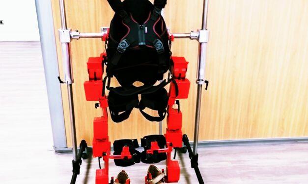 La falta de financiación impide que el exoesqueleto llegue a los niños