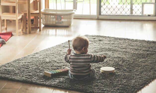 Los «padres helicóptero» dañan a sus hijos, así pueden aprender a relajarse
