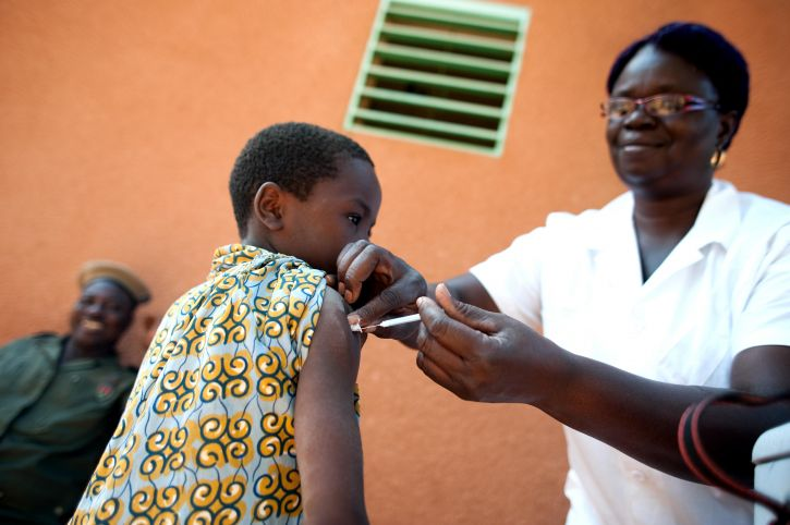 No vacunarse sale caro, literalmente