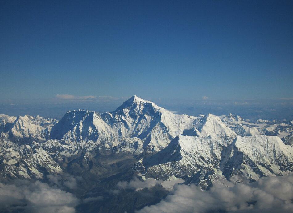 El Everest mide 8.848,86m desde hoy