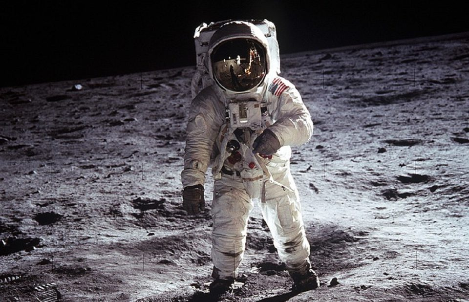 traje espacial luna